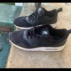 (Used) Nike shoes for men's
